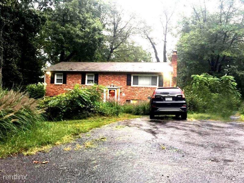 4433 Village Dr, Fairfax, VA - 850 USD/ month