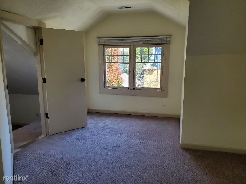 SE 27th Ave, Portland, OR - 650 USD/ month