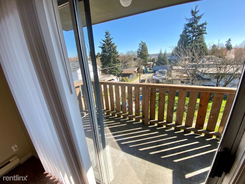 1004 S. Cloverdale St., Seattle, WA - 1,250 USD/ month