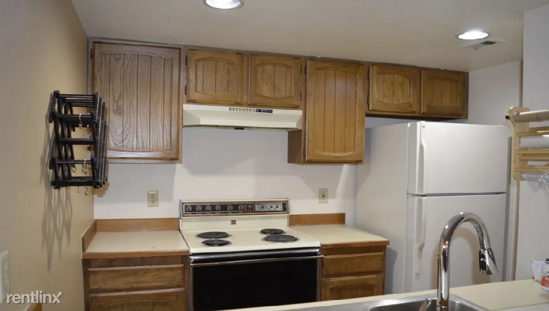 9715 Independence Dr 203, Anchorage, AK - 1,000 USD/ month