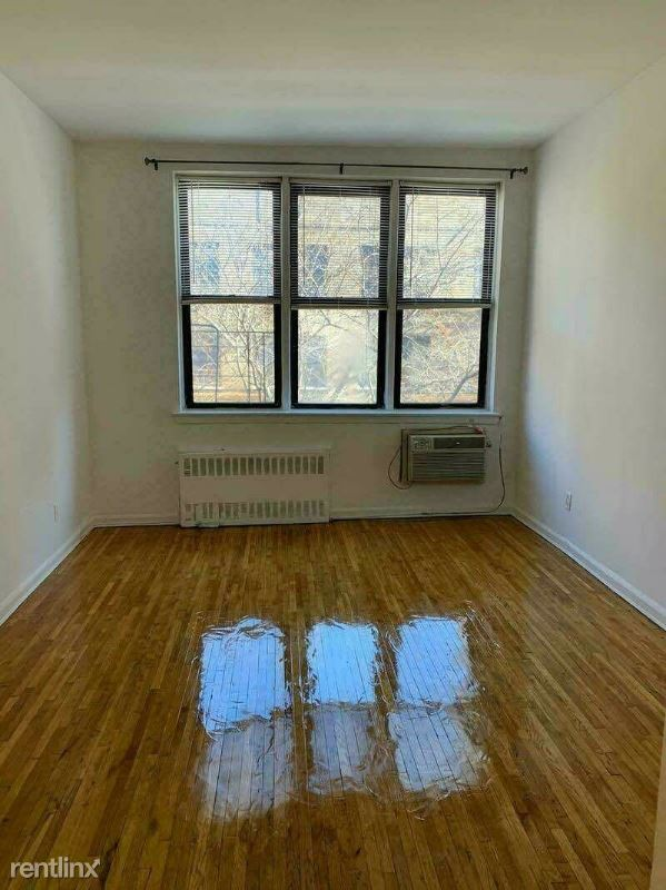 east 90 Street, New York, NY - 1,521 USD/ month