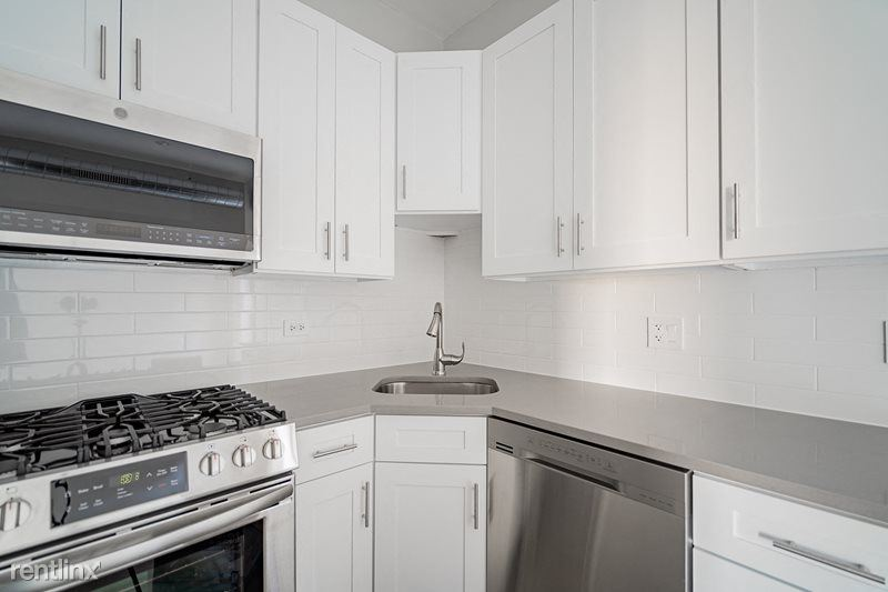 3001 N Central Park Ave, Chicago, IL - 2,295 USD/ month