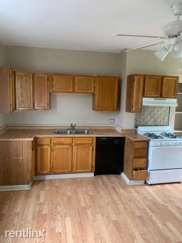 207 Benson Aly, Pittsburgh, PA - 1,095 USD/ month