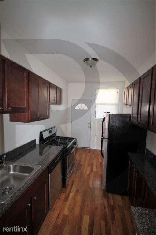 821 W Waveland Ave, Chicago, IL - 1,595 USD/ month