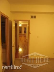 N. Wood St., Chicago, IL - 2,700 USD/ month