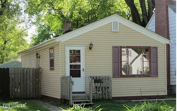 805 S 9th St, Grand Forks, ND - 895 USD/ month