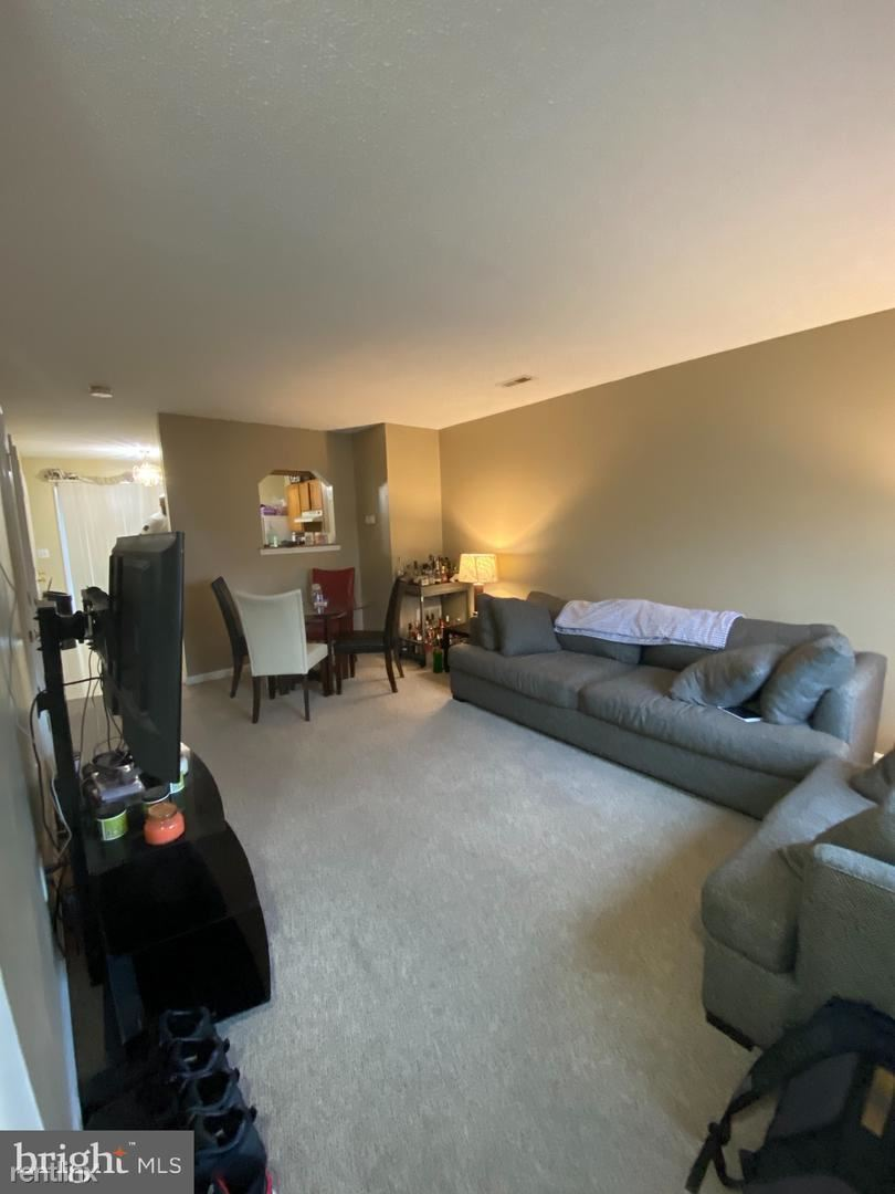 111 Douglas Ave, Martinsburg, WV - 845 USD/ month