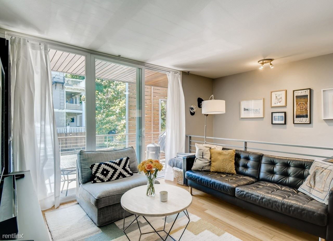 722 NW 24th Ave Apt 202, Portland, OR - 900 USD/ month