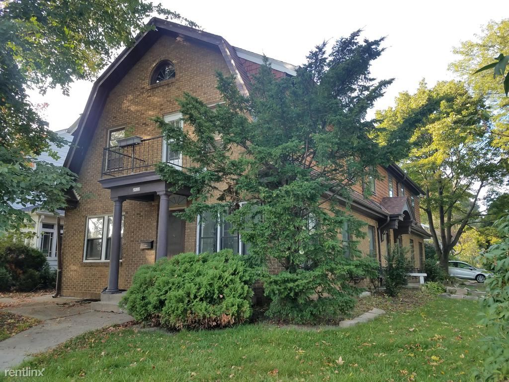 2122 E Kenmore Place, Shorewood, WI - 2,100 USD/ month