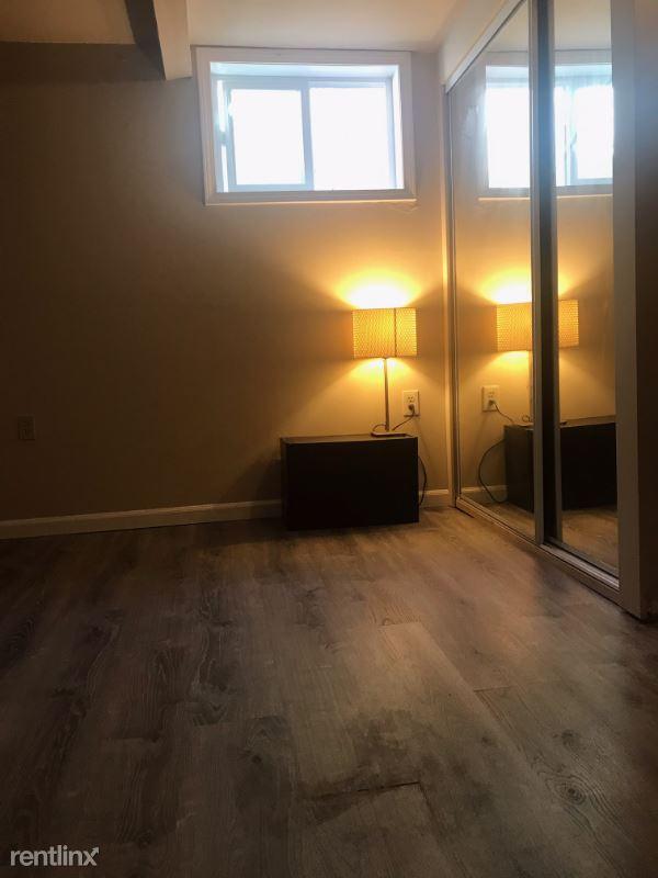 9256 21st Ave SW, Seattle, WA - 650 USD/ month