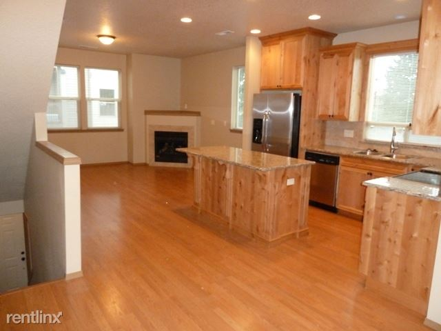 2959 SE 92nd Ave, Portland, OR - 1,750 USD/ month