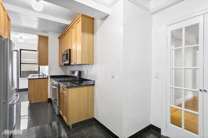 210 E 68th St 15H, New York, NY - 3,128 USD/ month