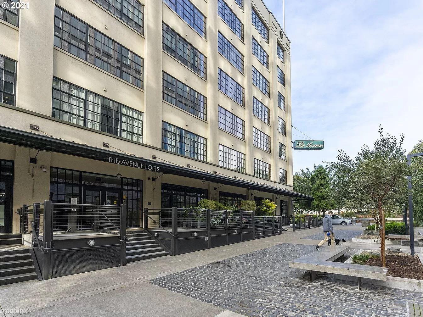 1400 NW Irving St Apt 413, Portland, OR - 860 USD/ month