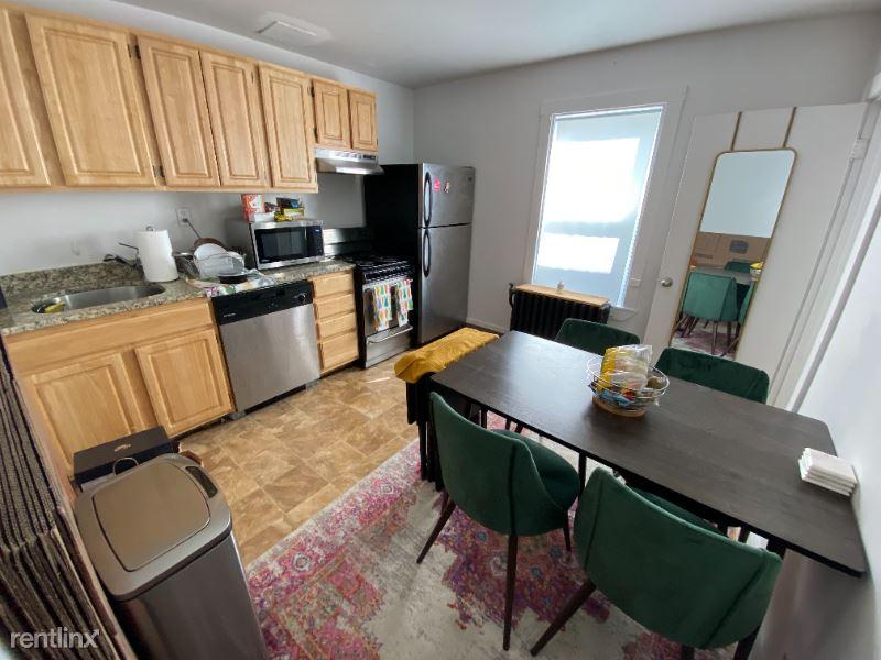 381 Dorchester Street 2B, Boston, MA - 1,775 USD/ month