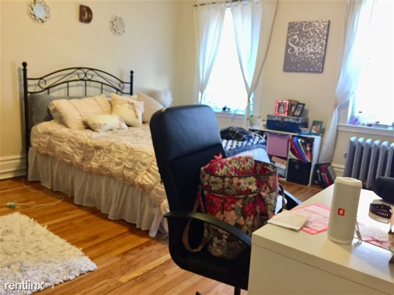1105 Boylston St 3F, Boston, MA - 3,200 USD/ month