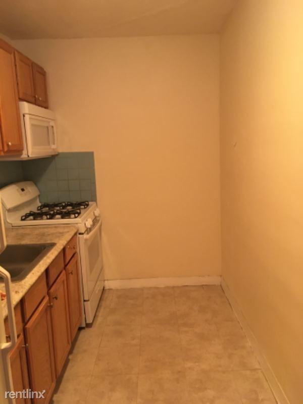 800 Hyde Park Ave, Boston, MA - 1,250 USD/ month