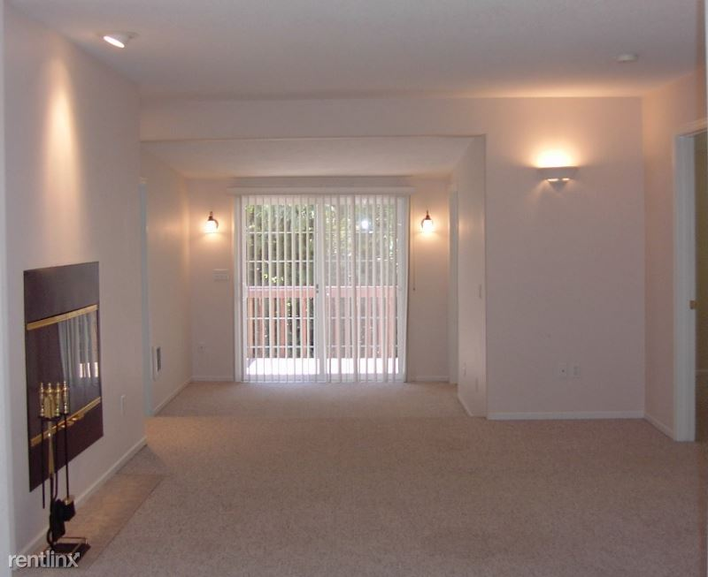 SW 43rd Ave, Portland, OR - 1,950 USD/ month