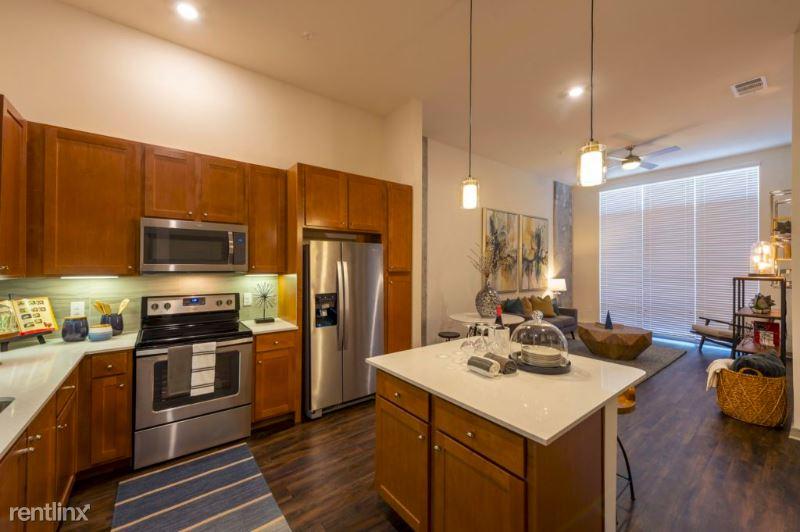70 Rainey St, Austin, TX - 2,200 USD/ month