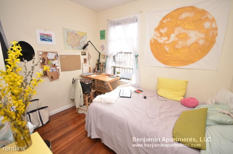 37 S Russell St 04, Boston, MA - 2,850 USD/ month
