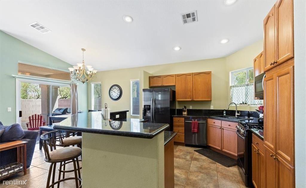 6980 Bodega Point Ct, Las Vegas, NV - 985 USD/ month