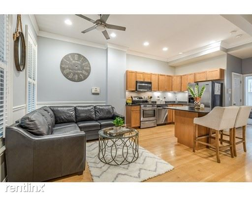 691 East 8th St 1, Boston, MA - 3,300 USD/ month