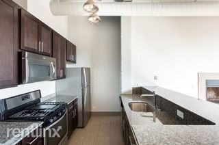 3110 N Sheffield Ave 302, Chicago, IL - 2,024 USD/ month