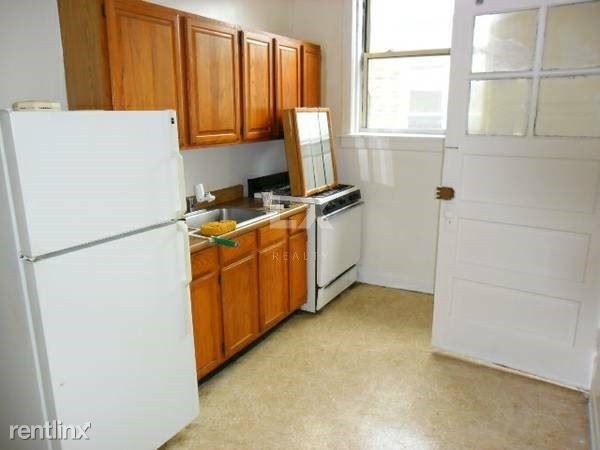 1225 W Chase Ave, Chicago, IL - 1,070 USD/ month