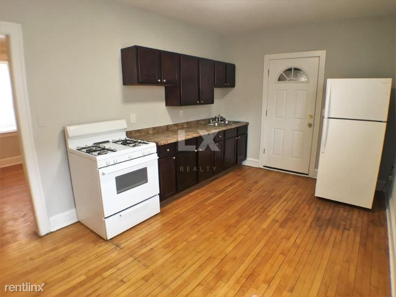 4207 W Fullerton Pkwy, Chicago, IL - 975 USD/ month
