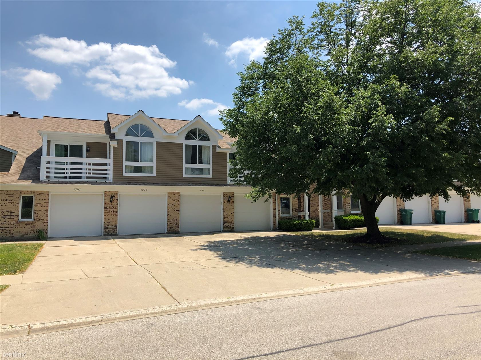 1203 Ranch View Ct, Buffalo Grove, IL - 1,350 USD/ month