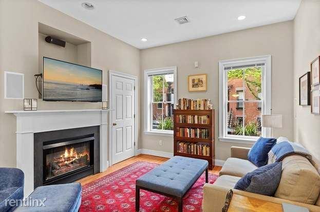 22 Hanson St Apt 2, Boston, MA - 1,050 USD/ month