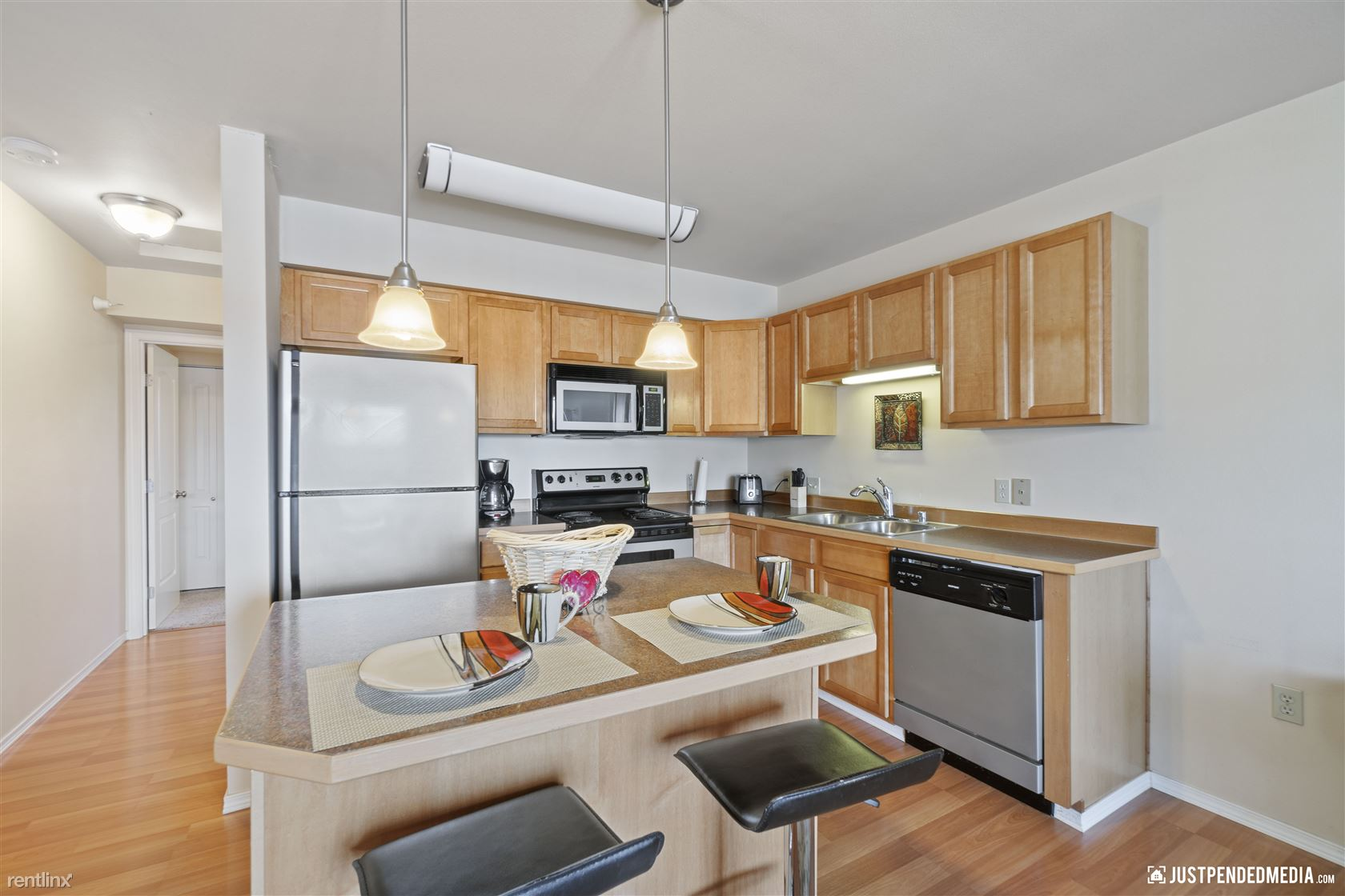 3725 East 43rd Place, Anchorage, AK - 1,500 USD/ month
