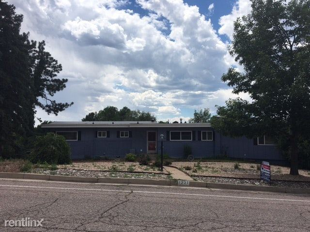 1221 Mount View Ln - 2200USD / month