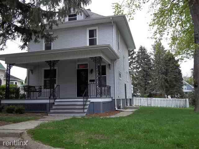 Felton Place,, Blommington, IL - 1,100 USD/ month