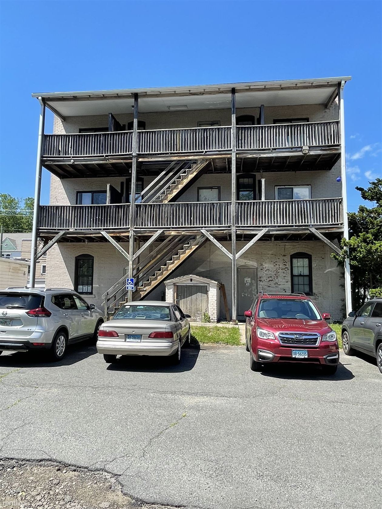 153 Main St Apt 3A, Terryville, CT - 600 USD/ month