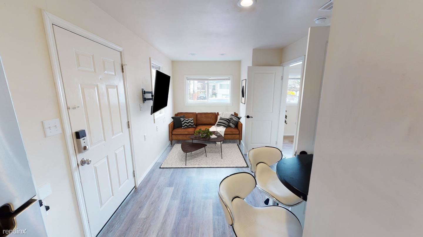 8829 Midvale Ave N - 1650USD / month