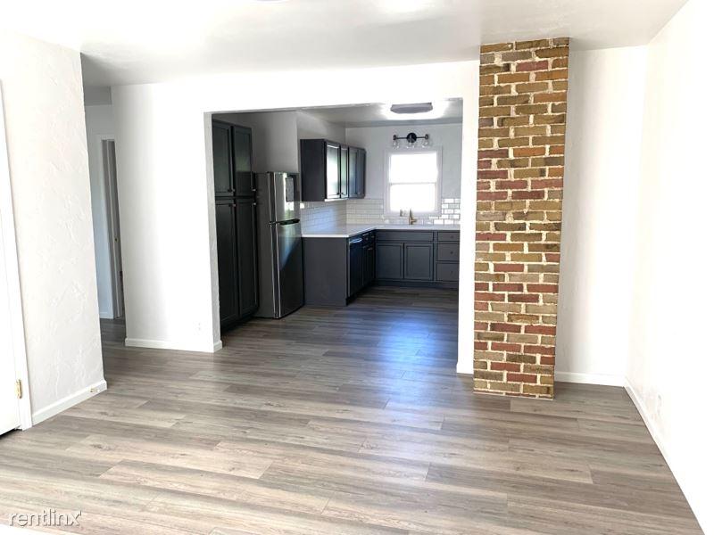 1119 Milton Ave, Janesville, WI - 1,400 USD/ month