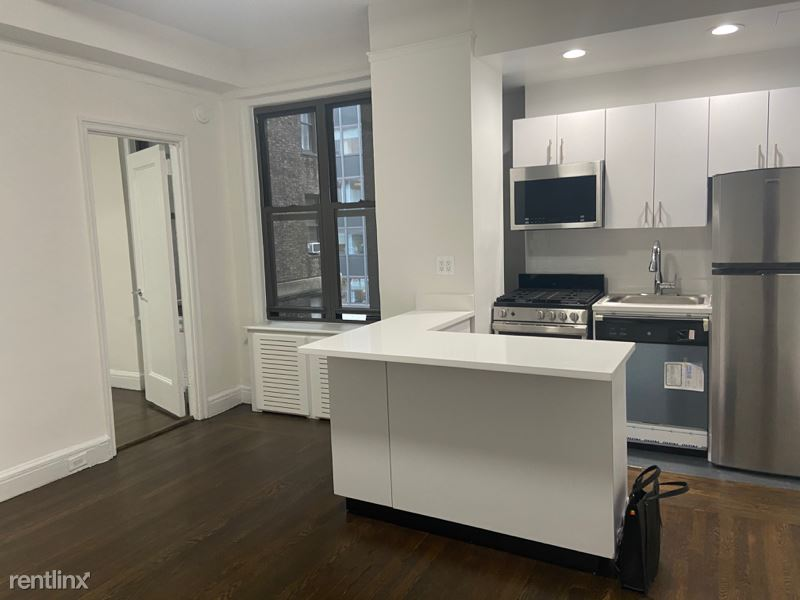 East 46 street, NEW YORK, NV - 2,750 USD/ month