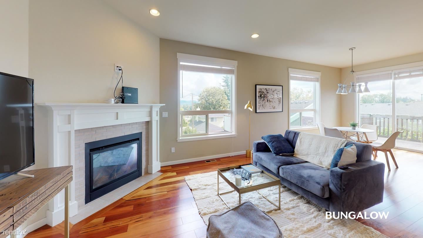 3330 S Holly St, Seattle, WA - 715 USD/ month