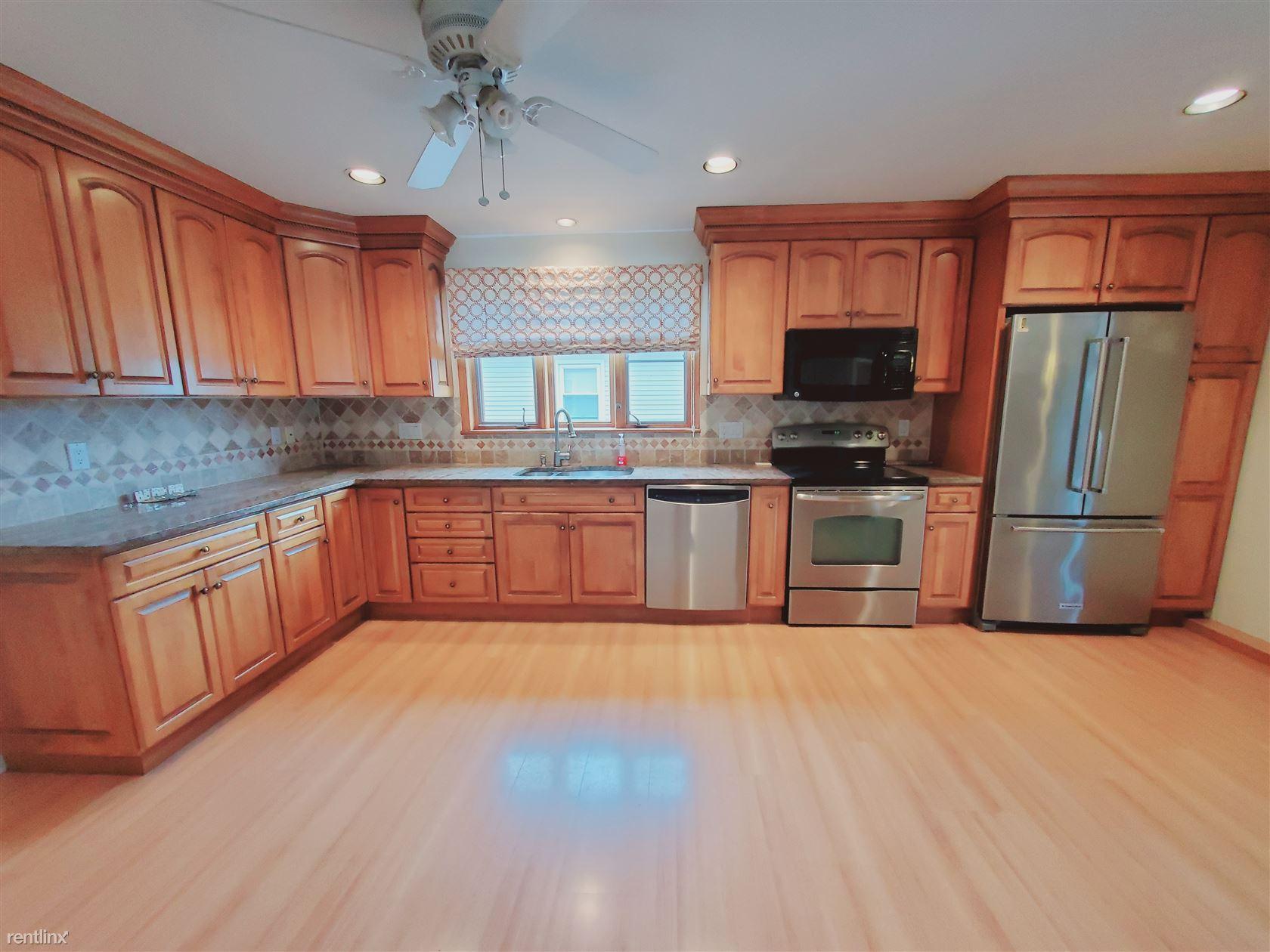 1003 Shippan Ave, Stamford, CT - 2,900 USD/ month