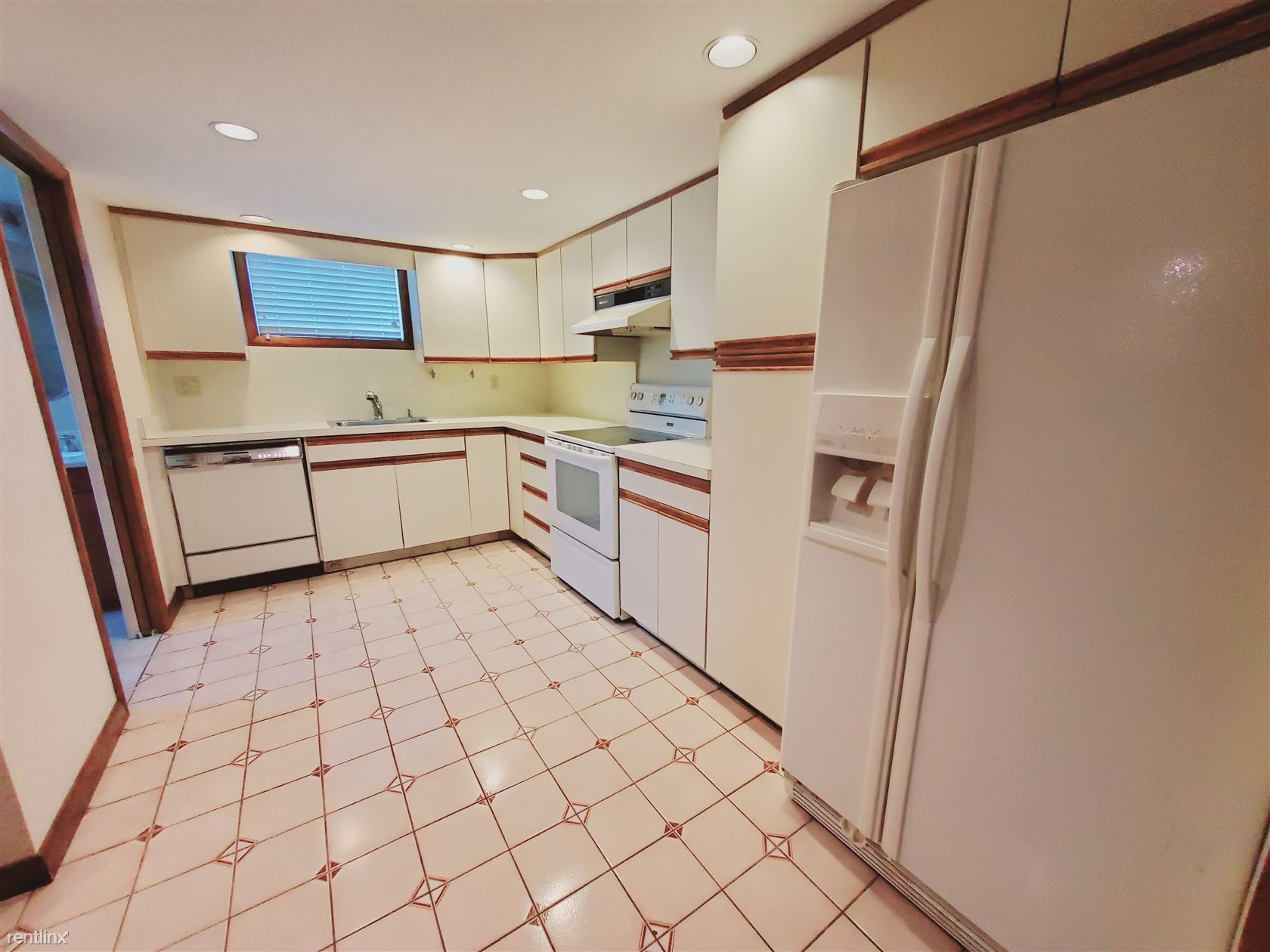 36 Burwood Ave, Stamford, CT - 1,400 USD/ month
