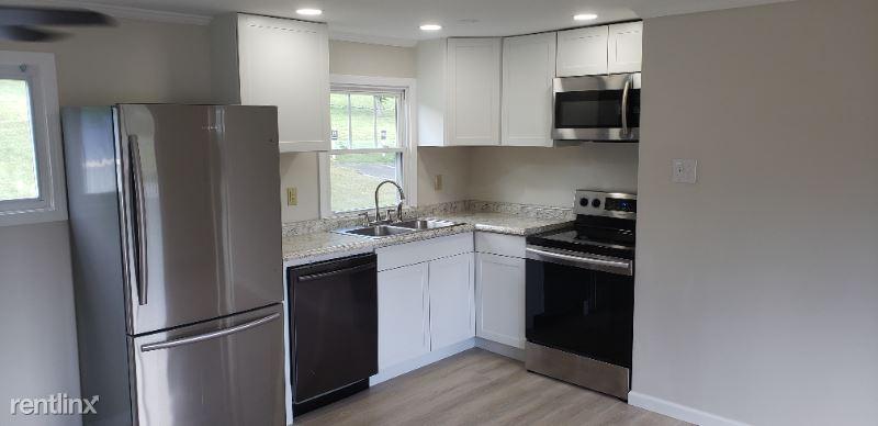 1407 Wenonah Avenue 3, Pearisburg, VA - 800 USD/ month