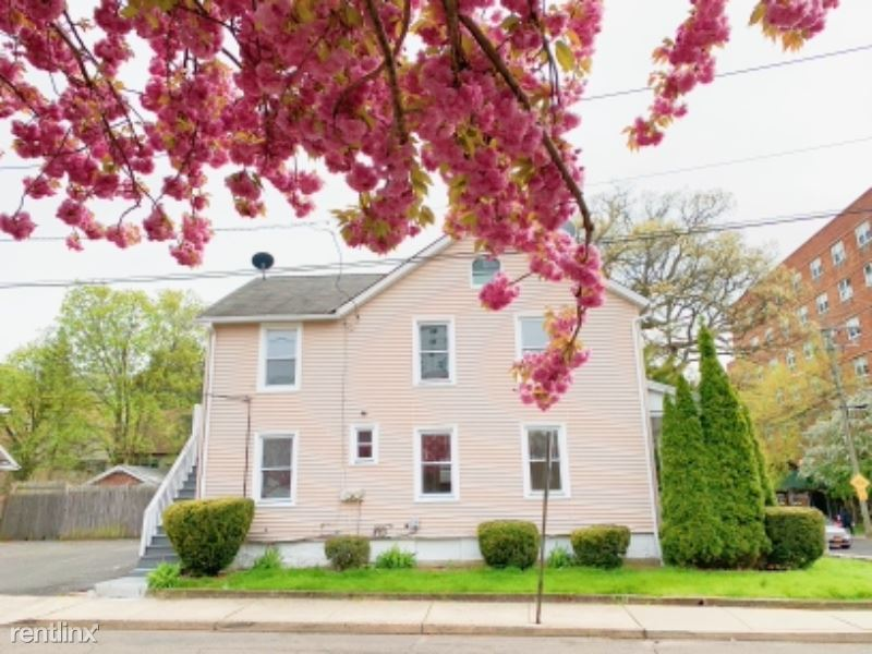 149 Grove St, Stamford, CT - 2,700 USD/ month