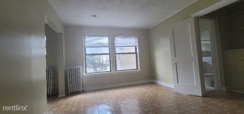 156 N Central Ave 208, Chicago, IL - 600 USD/ month