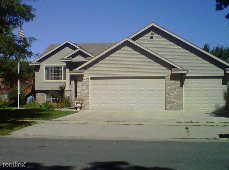 97 Locust Street, Farmington, MN - 2,800 USD/ month