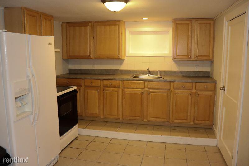 Ellery St, Gloucester, MA - 1,300 USD/ month