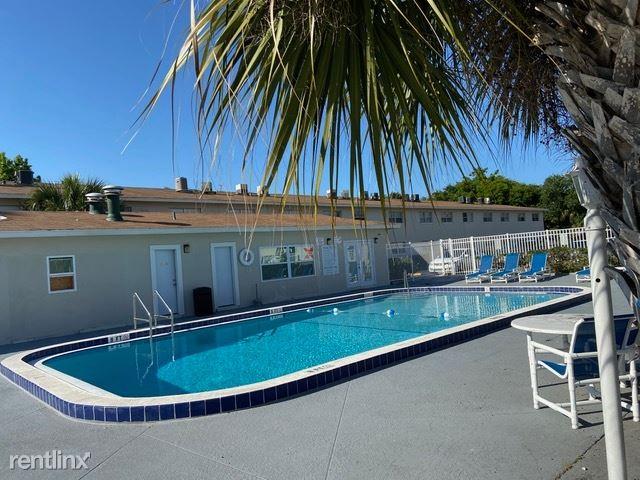 468 Brentwood Drive 15, Daytona Beach, FL - 1,049 USD/ month