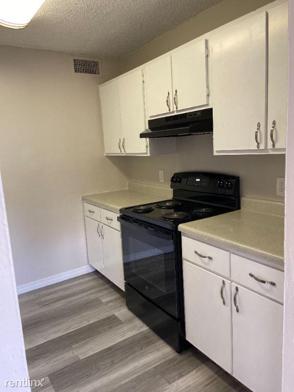 460 Brentwood Drive 16, Daytona Beach, FL - 1,049 USD/ month