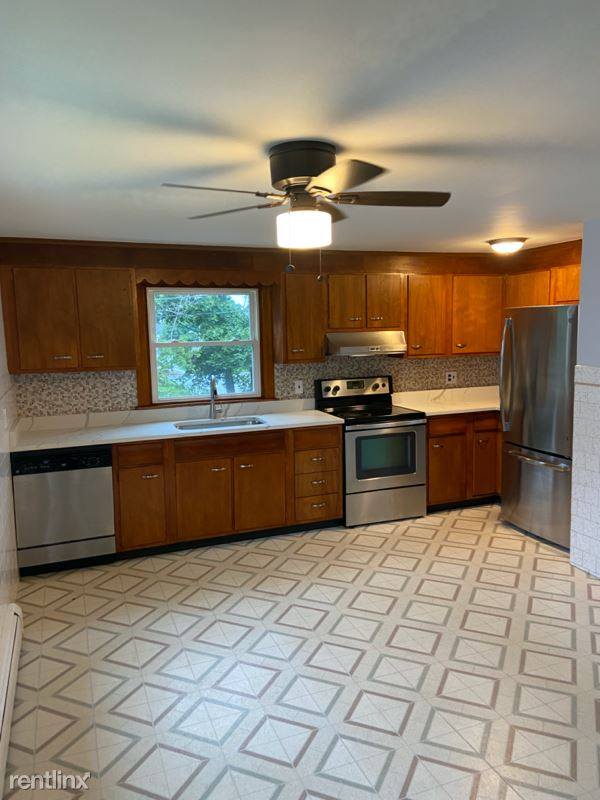 Lincoln Ave, Gloucester, MA - 2,450 USD/ month