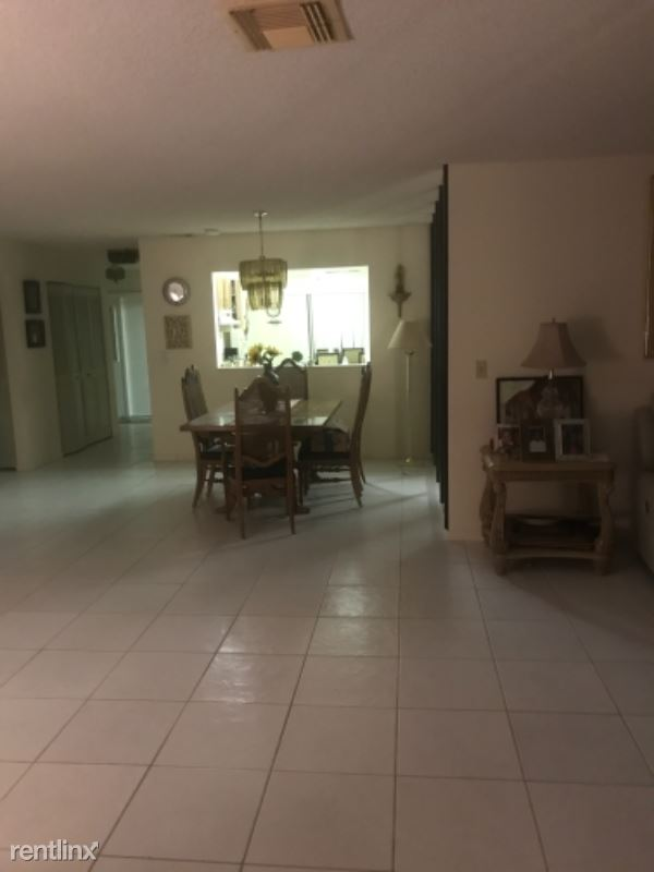 27 Grew Hill Rd - 2800USD / month