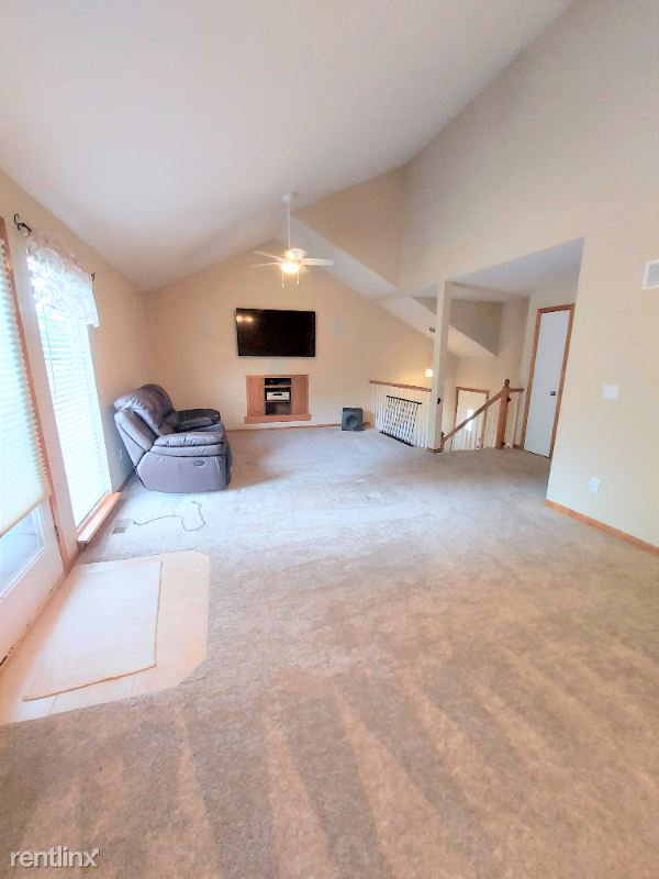 15118 Kelly Dr, Smithville, MO - 1,250 USD/ month